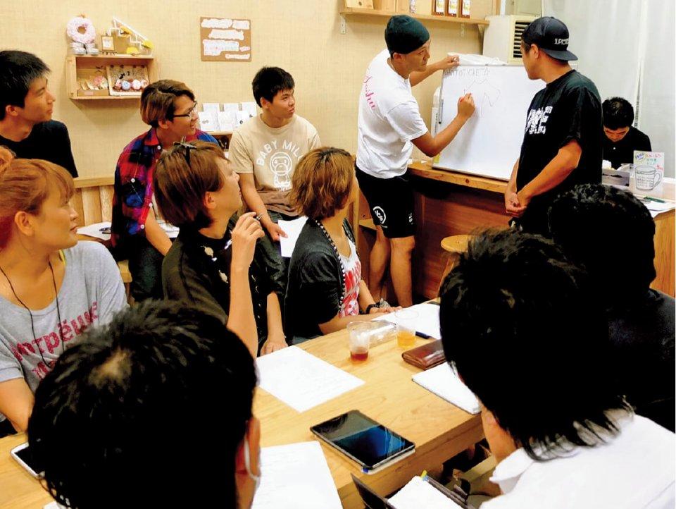 地元の若い人たちがまちづくりの応援団となり、さまざまなアイデアを出し合っていく