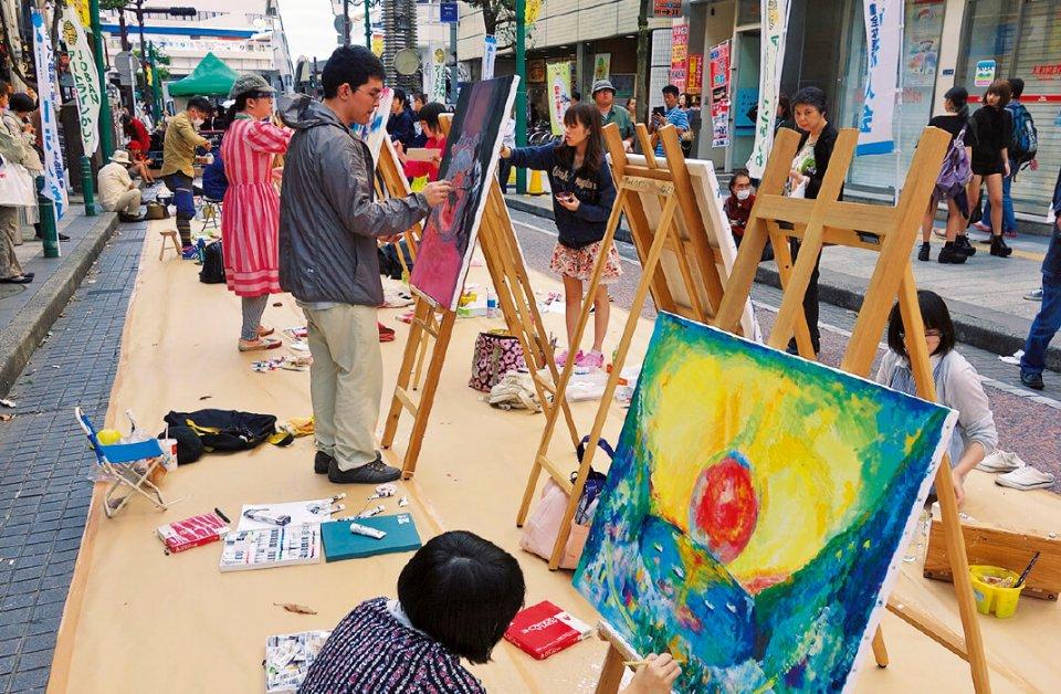 平成18年から柏市で毎年行われているアートイベント「アートラインかしわ」にも、柏二番街商店会は積極的に関わっている