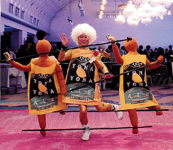 楽天市場「ショップ・オブ・ザ・イヤー」授賞式。井手さんはこのスタイルで登場し、会場に大きなインパクトを与えた