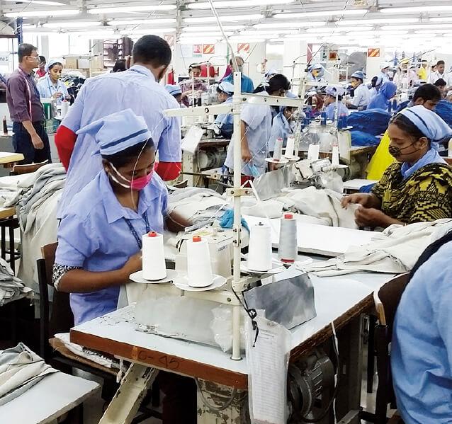 バングラデシュ工場内の縫製部門。ミシンは910台あり、さらに500台の増設を予定