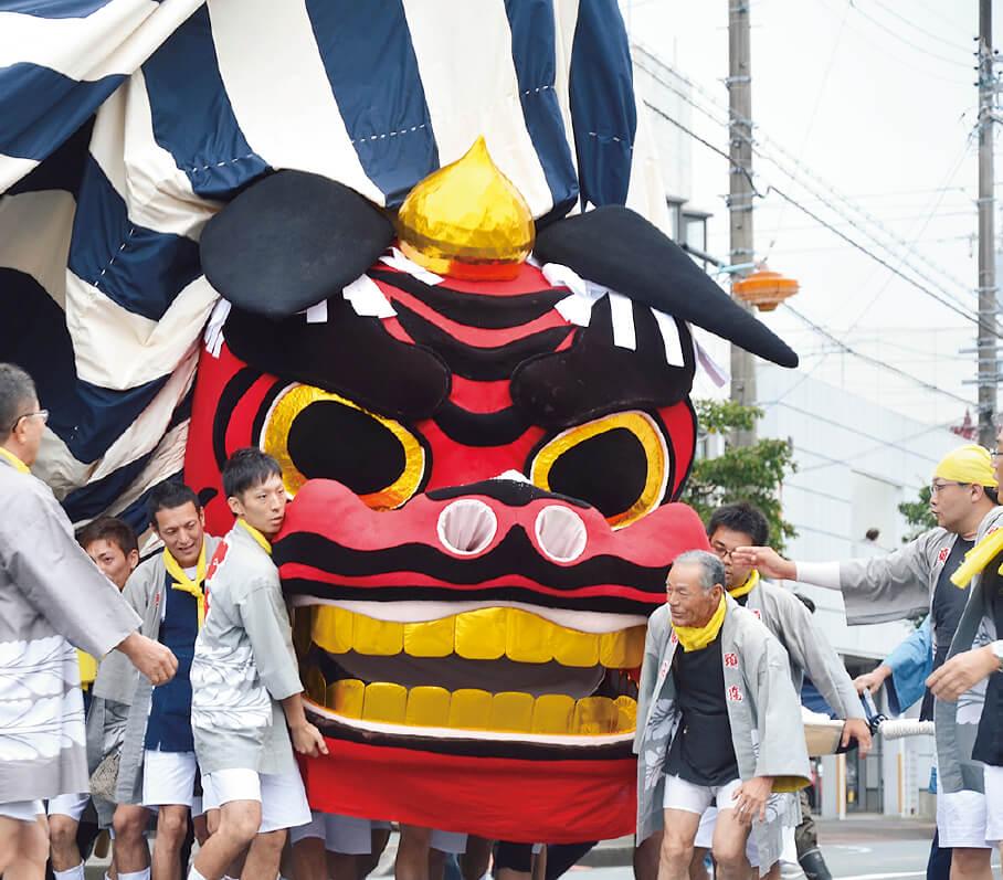 3年に1 度開催される掛川大祭では、「仁藤の大獅子」の壮麗な舞などが華やかに繰り広げられる。次回は2018(平成30)年10 月開催予定(写真提供:掛川市)