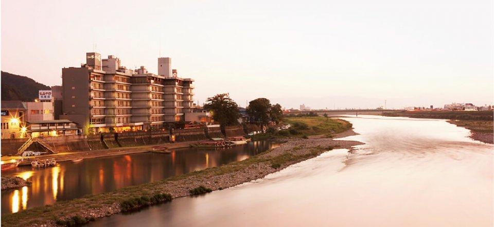 十八楼の前を流れる長良川は、環境庁選定の「日本名水百選」「日本の水浴場88選」に選ばれている