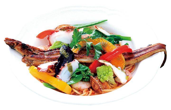 穴子と野菜を大胆に組み合わせた「海の幸のペスカトーレ」