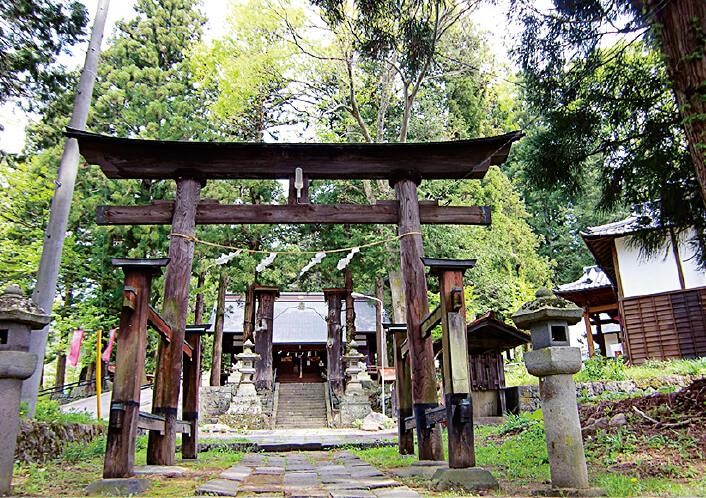 山家神社。真田の郷の産土神(うぶすながみ)がまつられた歴史ある神社。真田一族のほか歴代の上田城主に厚く崇敬された