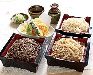 信州上田そば。観光客の多くが口にするご当地グルメ。そばマップに片手に食べ比べするとお店ごとの個性も楽しめる