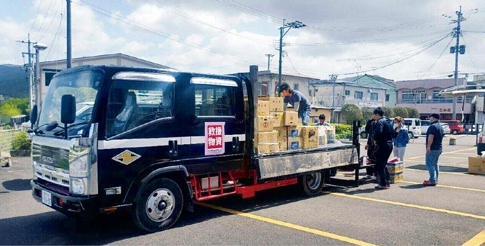 九州ブロックYEGや商工会青年部メンバーのトラックで支援物資を運搬