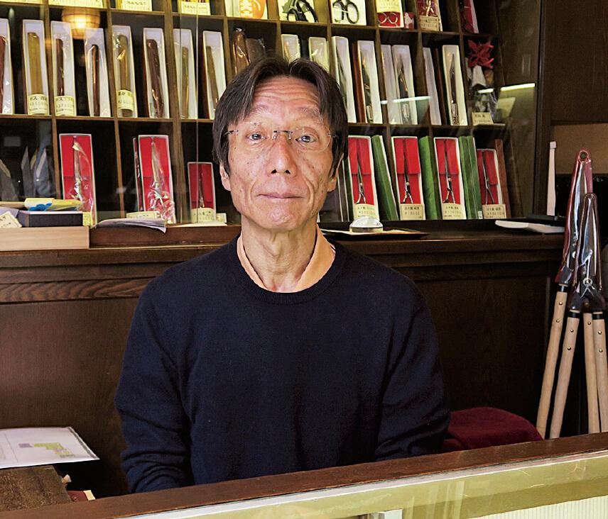 8代当主の矢﨑豊さん。「職人気質を持ちながらも、お客さまの声に耳を傾けて商売に結びつけていけるのが職商人の良さといえます」