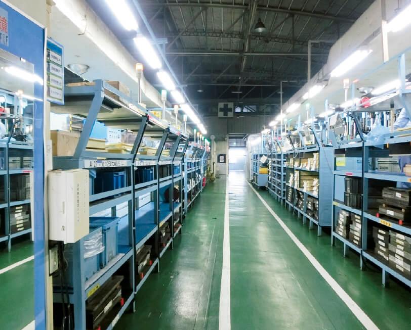 「工場力」にもこだわっており、工場内外の整理整頓や作業の見える化など様々な工夫がほどこされている