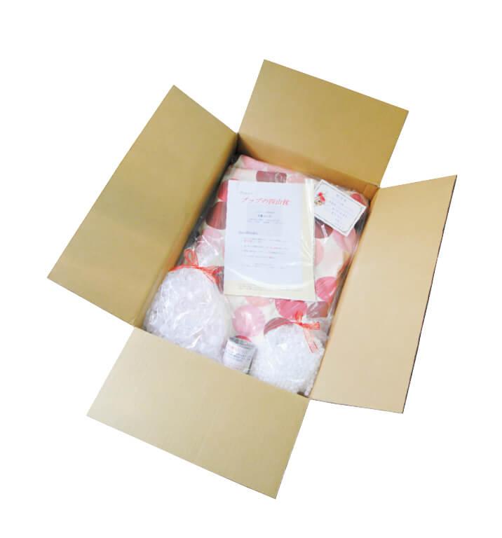 ネットで商品を注文すると、枕のほかに、大小ビーズと計量カップ、枕に入っているビーズの量や寝方のアドバイスなどが書かれたカルテ、メッセージカードなどが送られてくる