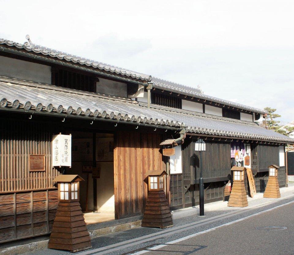 古来の城下町らしい姿を色濃く残す、重要伝統的建造物群保存地区の「城東町並」