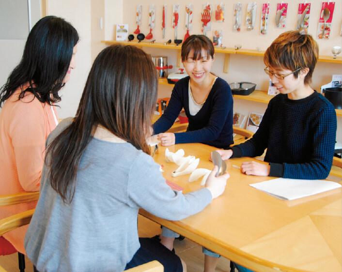 女性だけの商品開発チーム「レイエ」のメンバー