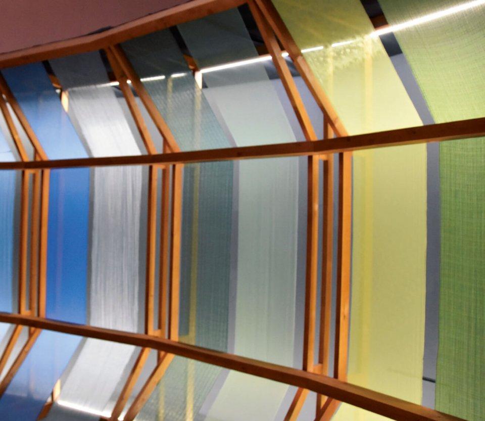 米沢織物の生地に使用される色鮮やかな糸