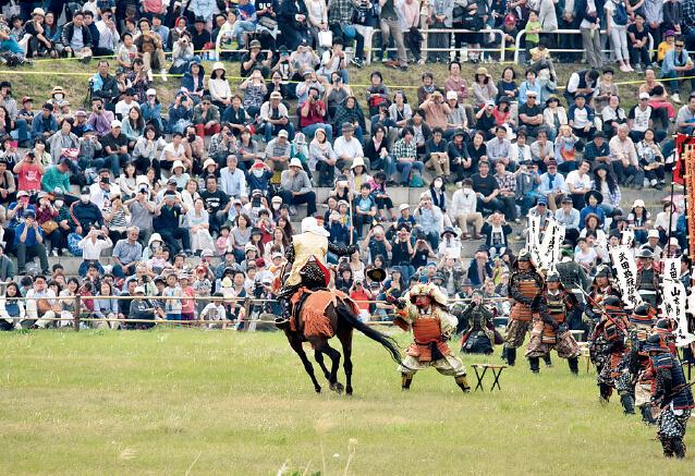 上杉まつり。松岬(まつがさき)神社の例大祭で幕を開け上杉行列と川中島合戦がフィナーレを飾る
