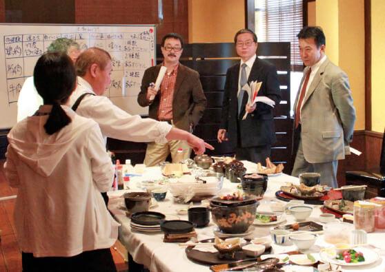 月1度のプロジェクト会議では、加盟店による試作メニューの試食会も行う