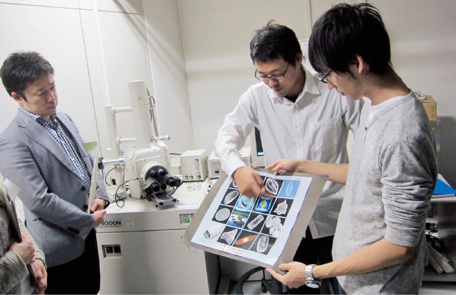 東京大学柏キャンパスの見学会ツアーでは、5つのコースに分かれて、最先端の研究施設の見学を行っている