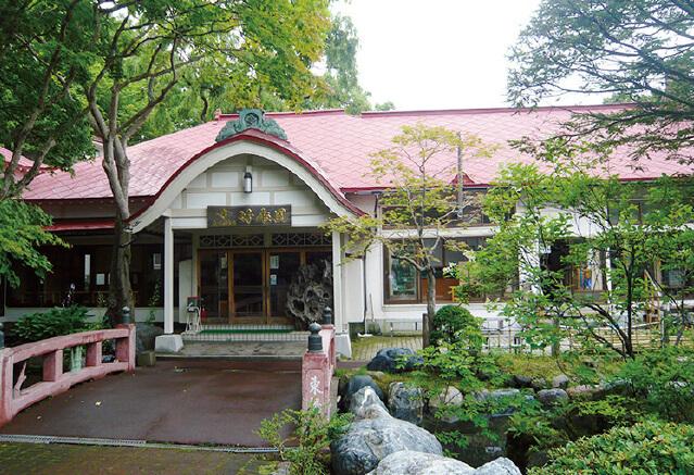 明治45(1912)年に開業の「竹老園 東家総本店」。この店のそばづくり、伝統技法の影響を受けているそば屋が多い