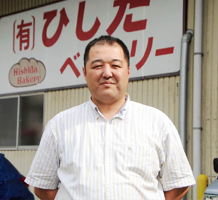 「甘党でない人の口にも合うように、あんこに塩を少量入れて甘さを引き出し、その分砂糖の使用量を抑えるように工夫しています」と語る菱田仁専務