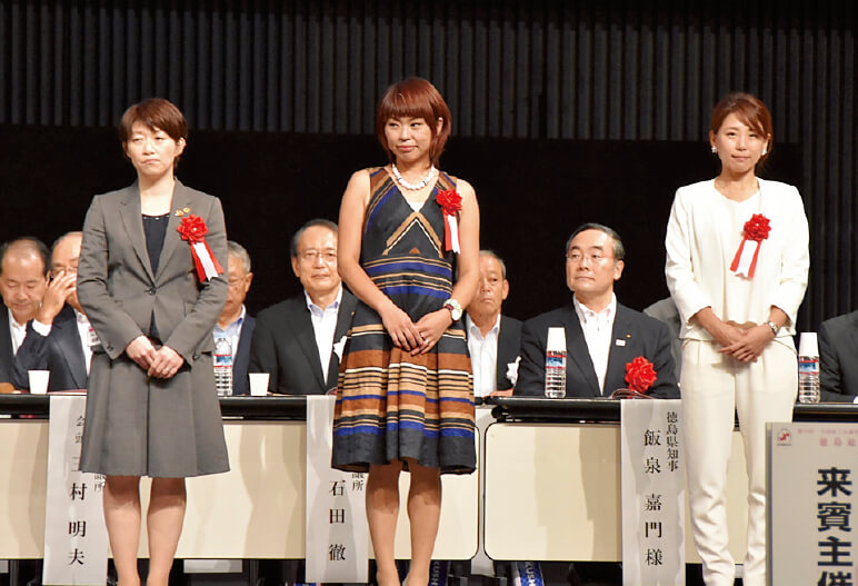 左から最優秀賞の高橋陽子さん、優秀賞の仙田忍さん、片山結花さん