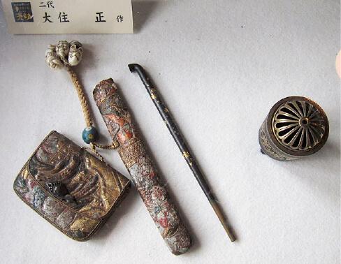2代目・正さんがつくったキセルと香炉の象嵌。つくったものはすべて販売してしまうため、昔のものはほとんど残っていない