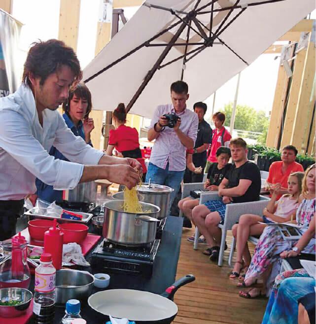 VLロジスティクスと「日本食プロジェクト」という共同ビジネスを展開し、試食会や料理教室を実施。ロシアの人々に日本食を積極的にPRした