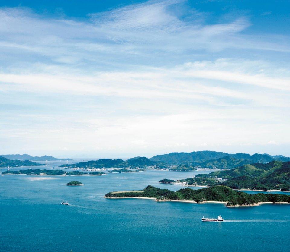 瀬戸内海国立公園の一部に指定されている筆影山から望む瀬戸内の多島美