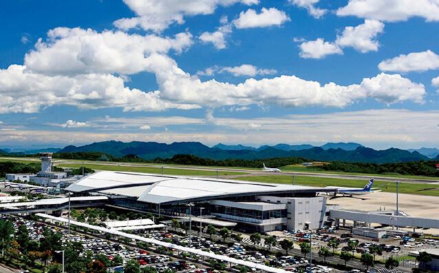 国内線や中国・韓国といったアジア各国などへの国際線が離発着する広島空港 (藤原敏明氏撮影)