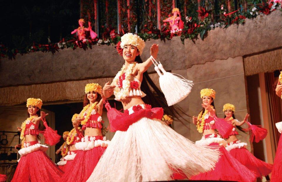 ステージネームのモアナはハワイ語で「大きな海」の意。173㎝の長身を生かしたソロダンスは、ひときわ美しく多くのファンを魅了した