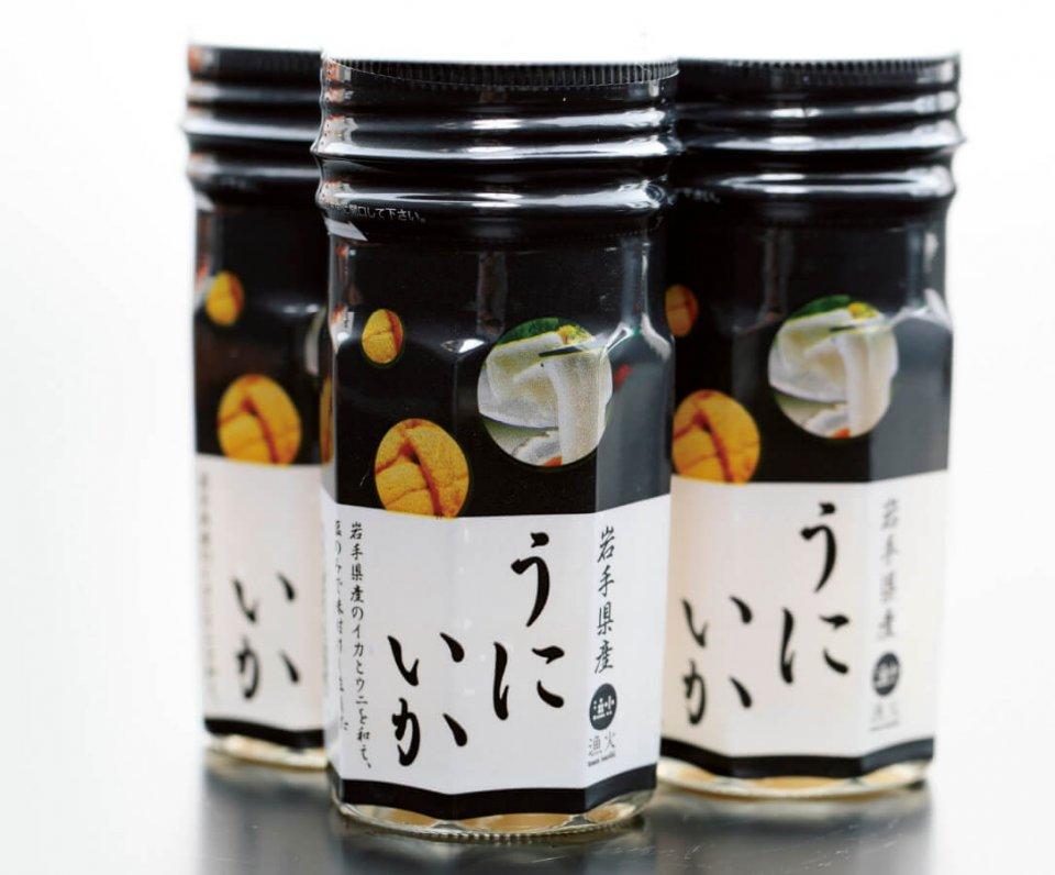 「チーム漁火」で共同開発した新製品「うにいか」。岩手県内の百貨店などで販売されている