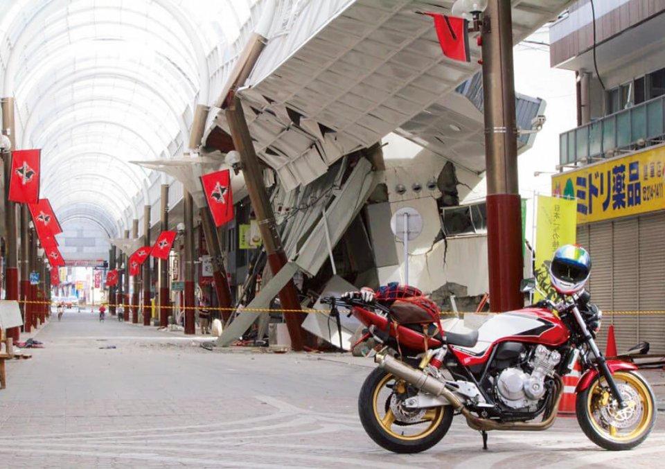 熊本市東部にある健軍商店街ではスーパーの建物が倒壊し、アーケードに大きな損害を与えた。現在は再建が進んでいる