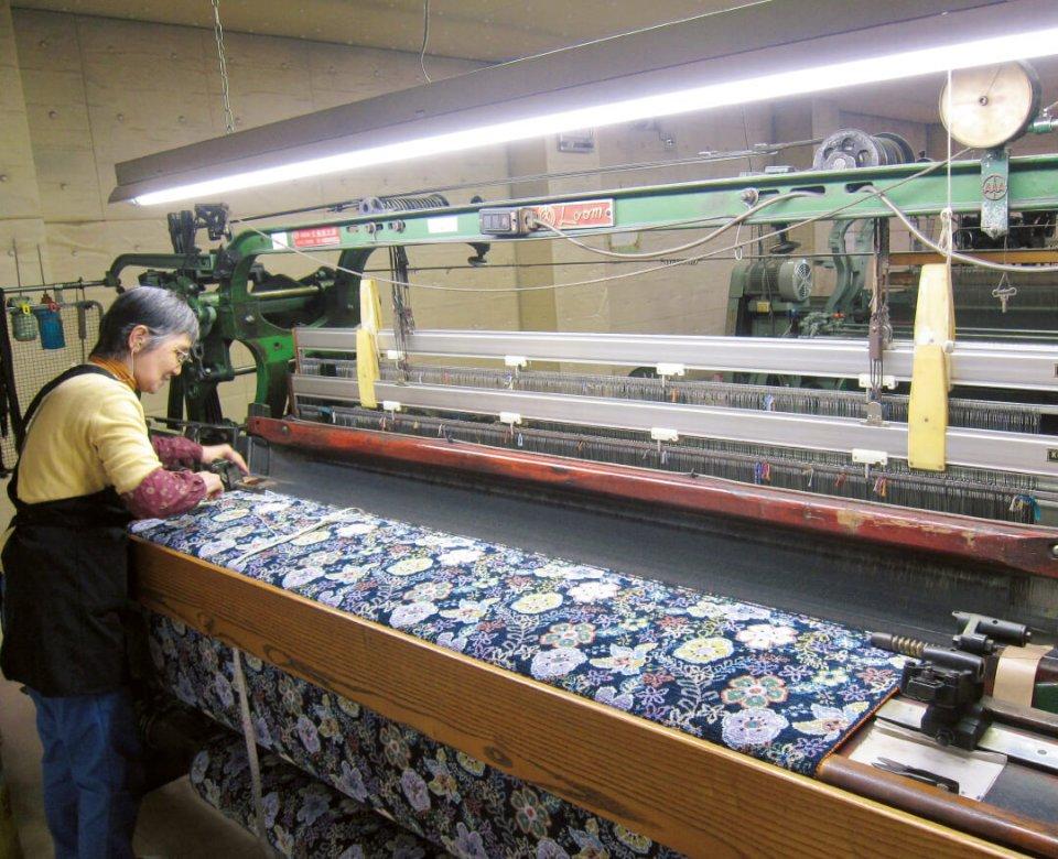 ドイツの伝統的な織物であるシェニール織を、本場の老舗企業から技術と設備すべて移転して生産している