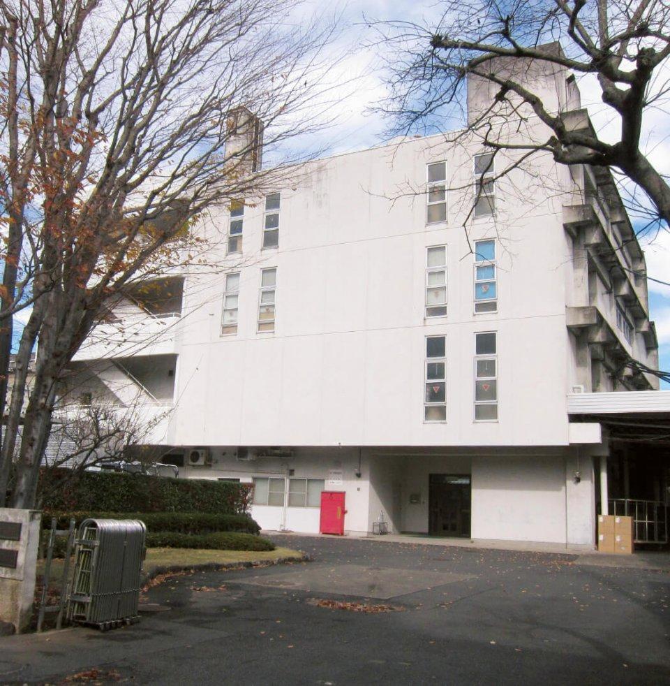 ホットマン本社。昭和49年に梅花紡織の販売部門が独立してホットマン株式会社を設立。平成20年に再び両社は合併した