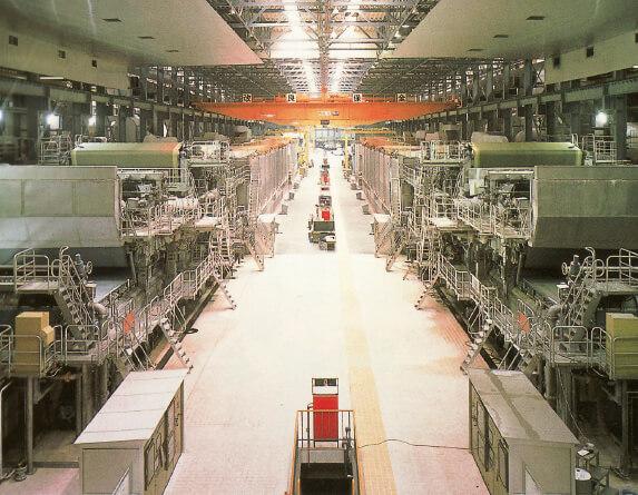 大型抄紙機:製紙の基本的な工程に沿って、連続的に大量生産することを目的とした紙をすく機械