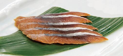 代々伝わる秘伝の調味料などでじっくりと漬けられたへしこは、田村長ならではの味だ