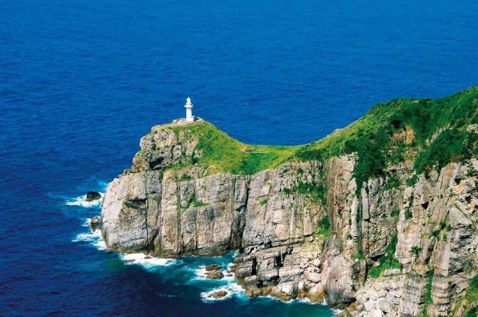 日本の灯台50選・日本の夕陽100選に選ばれている「大瀬崎灯台」 ©長崎県観光連盟