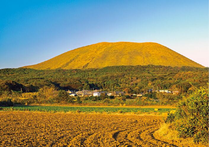 西海国立公園の代表地の一つ「鬼岳」 ©清瀧会頭