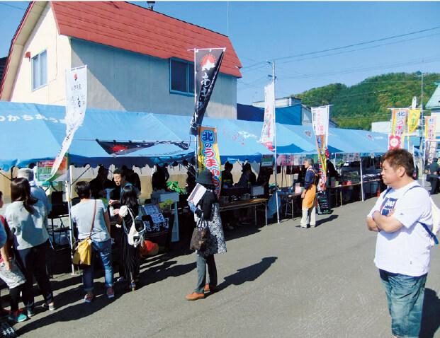 近隣の商工会議所・商工会と連携して開催する「北のうまいもの市」