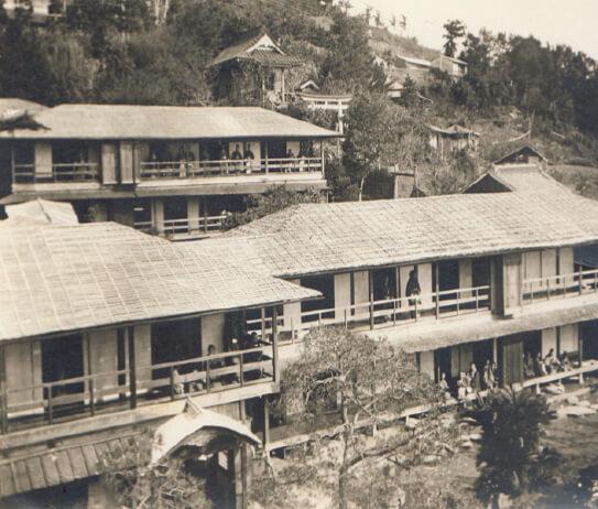 明治初期に建てられた建物。当時としては大型の旅館だった