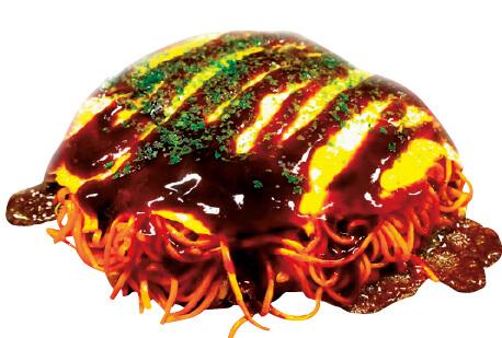 三次唐麺焼:地元製造の特製ソースと唐麺が織りなす絶妙な辛さのハーモニーが味の決め手