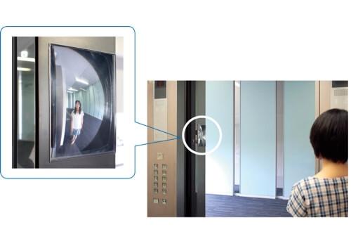 平面でコンパクトなのに広範囲を映すことができるFFミラー。この鏡を見れば、エレベーターの外に待つ人がいるかどうかを確認できる