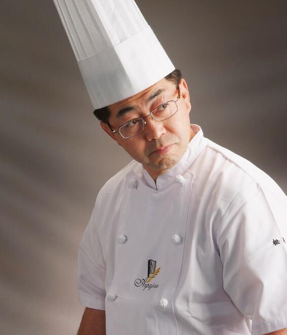 ▲「季節や気温、湿度によって、焼き上がりは変わってきます。常に同じ味に仕上げるためにも、手づくりにこだわっています」と語る松坂和治社長