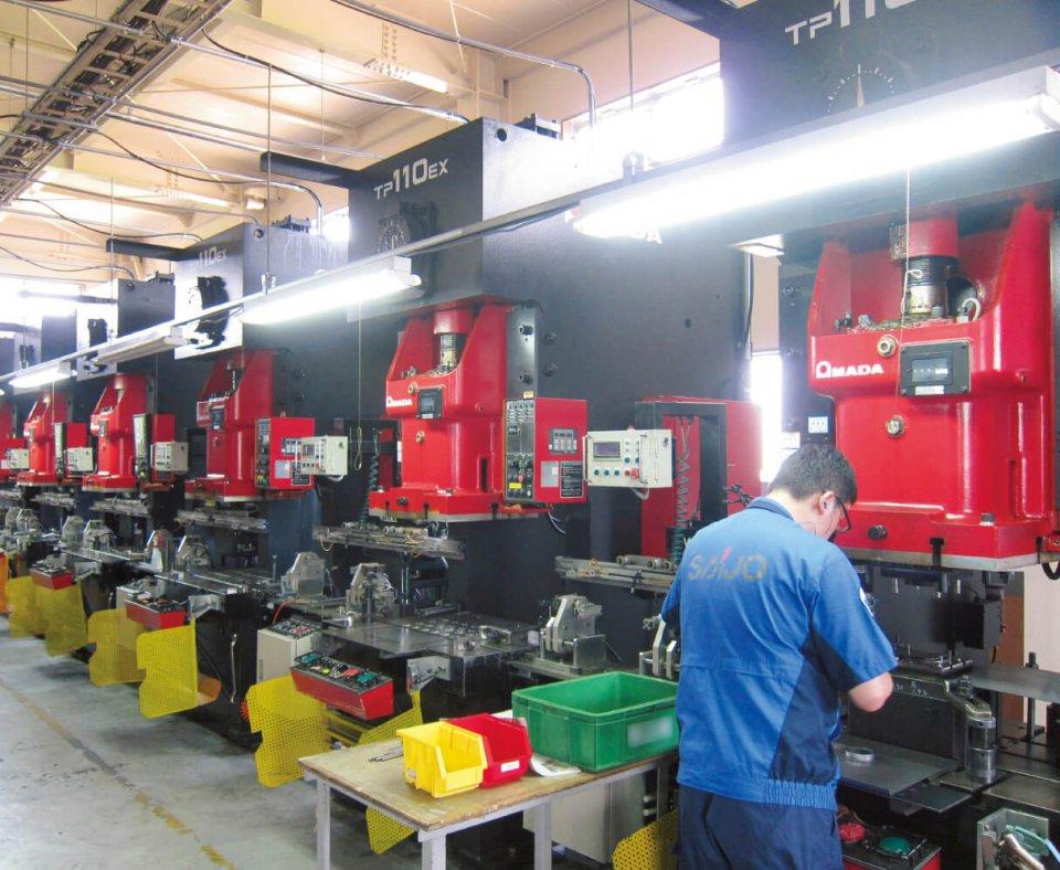 工場には、譲渡を受けた機器以外に新たな機器も導入している