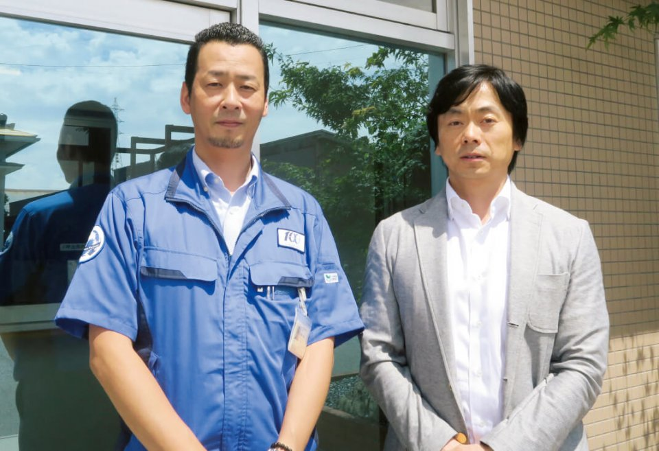 工場長の栗林修二さん(左)と鳥取商工会議所の清水亘さん。この二人が今回の譲渡・買収を推し進めていった