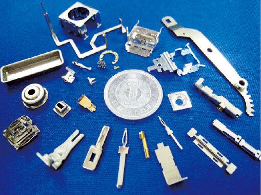 最上インクスが開発した精密部品の試作品の数々。月400点以上を製造している