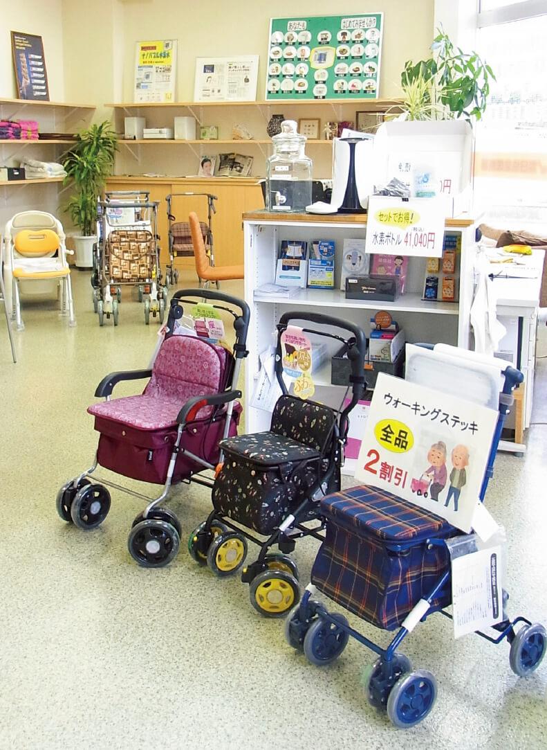 日協堂医療器は約15年で従業員数が3倍に拡大。本社に在宅医療・介護用品のショールームを設けているほか、住宅改修や居宅介護支援、オムツの宅配など地域密着型の事業を展開している