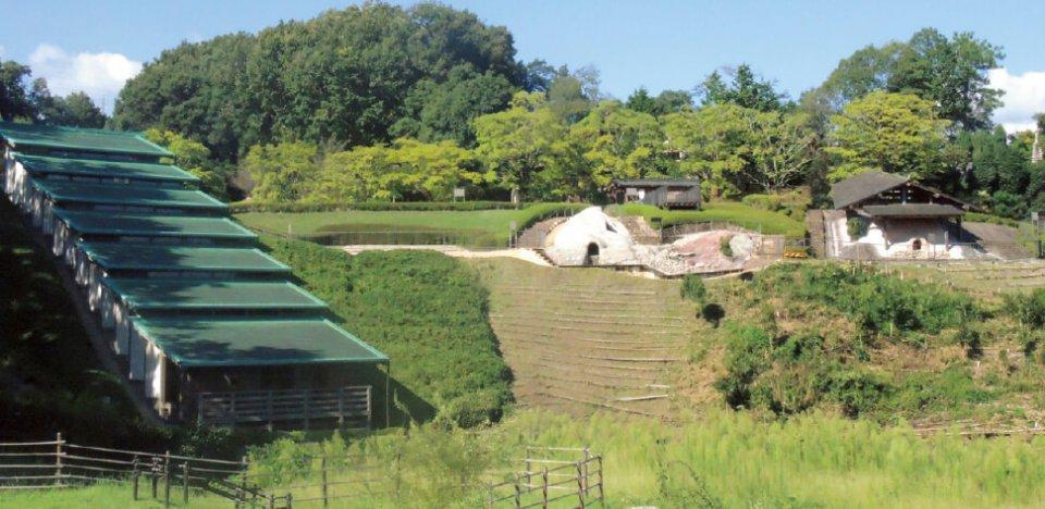 織部の里公園:国指定史跡である美濃地域最古の連房式登窯跡ほか、茶室や展示室、陶芸教室もある