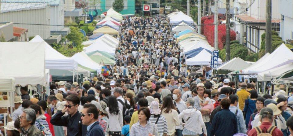 土岐美濃焼まつり:陶磁器生産日本一の「土岐市」で開催される日本三大陶器まつりの一つ。美濃焼の代表格である志野焼・織部焼きから磁器製品まで、ありとあらゆる陶磁器がそろう。来場者数は30万人を超える