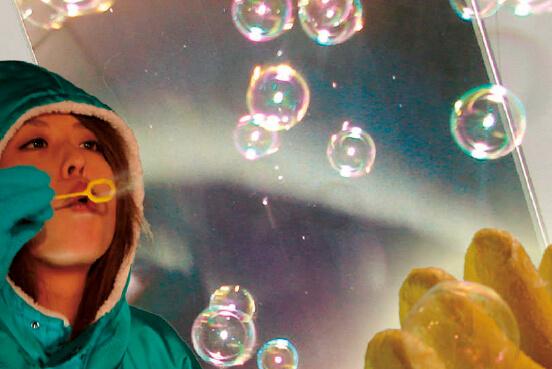 「オホーツク流氷科学センター」では凍るシャボン玉の体験もできる