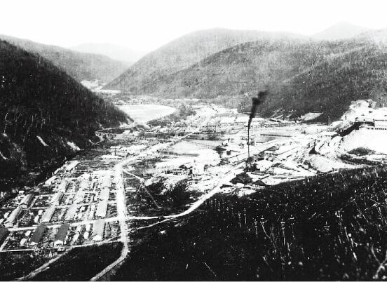 かつて東洋一の金山とうたわれた鴻之舞地区の当時の様子
