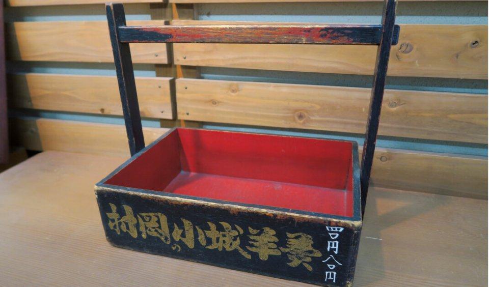 列車内でようかんを販売するときに使った木箱