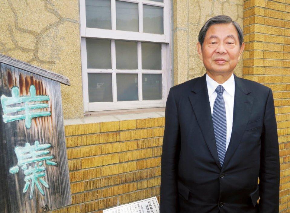 小城商工会議所十一代目会頭も務める村岡安廣社長。「伝統製法を続けるためには、つくり手の独り相撲にならないよう、味の分かるお客さまを増やしていく必要があります」